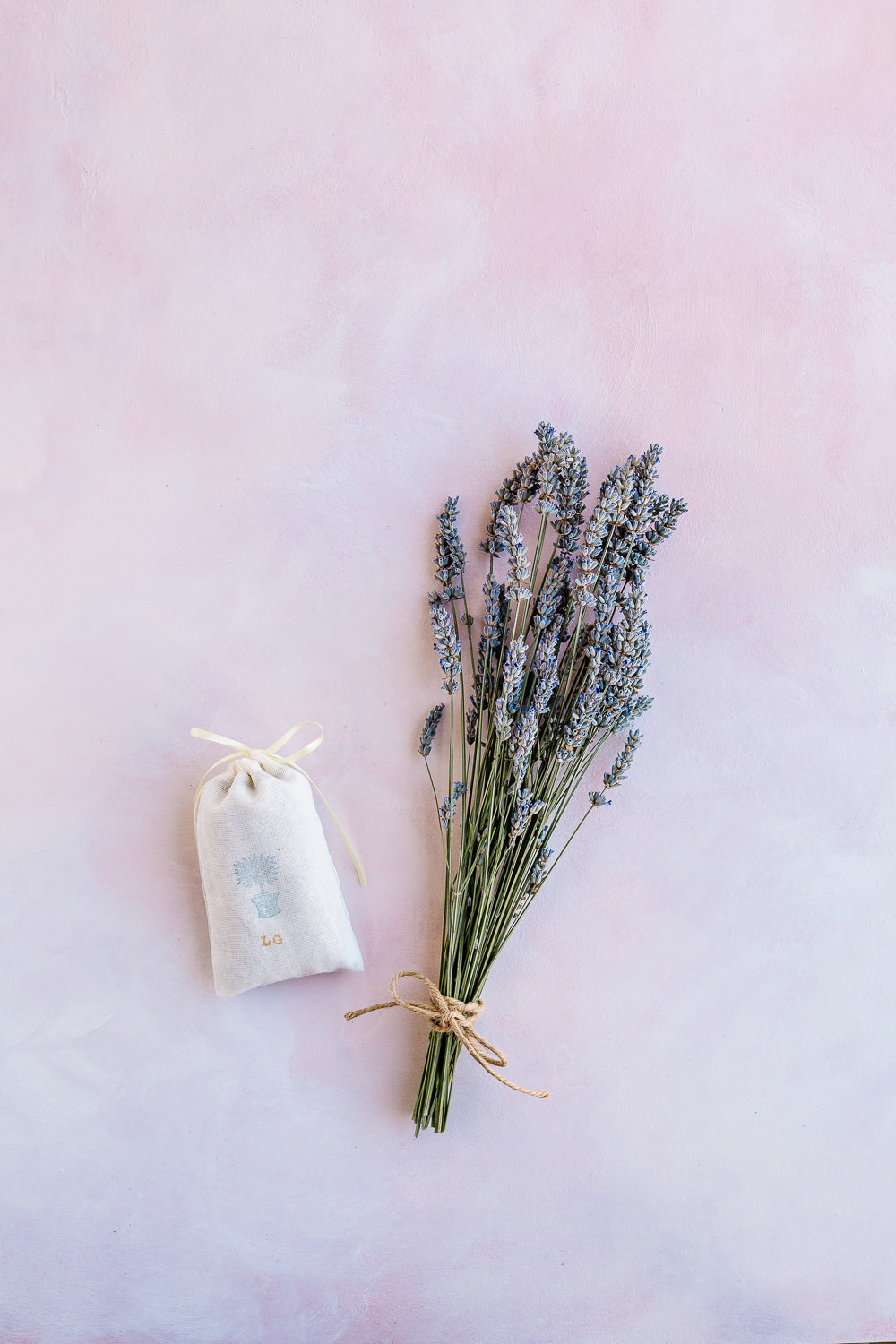Bundles of lavender and sachet - How to Harvest and Dry Lavender
