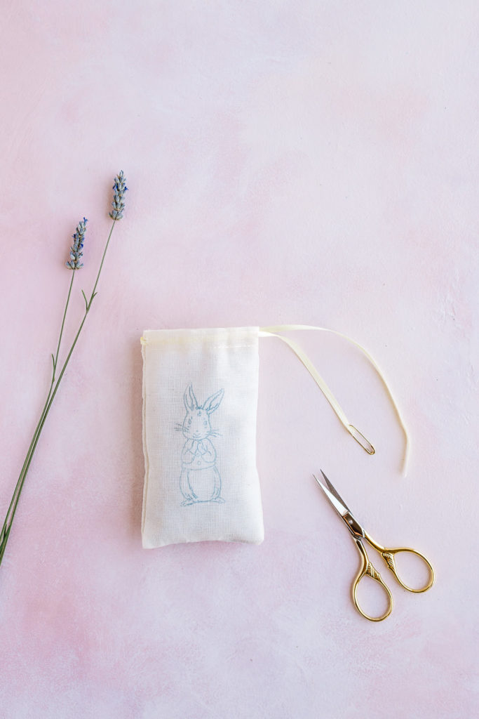 How to make beautiful DIY lavender sachets great for gifts!
