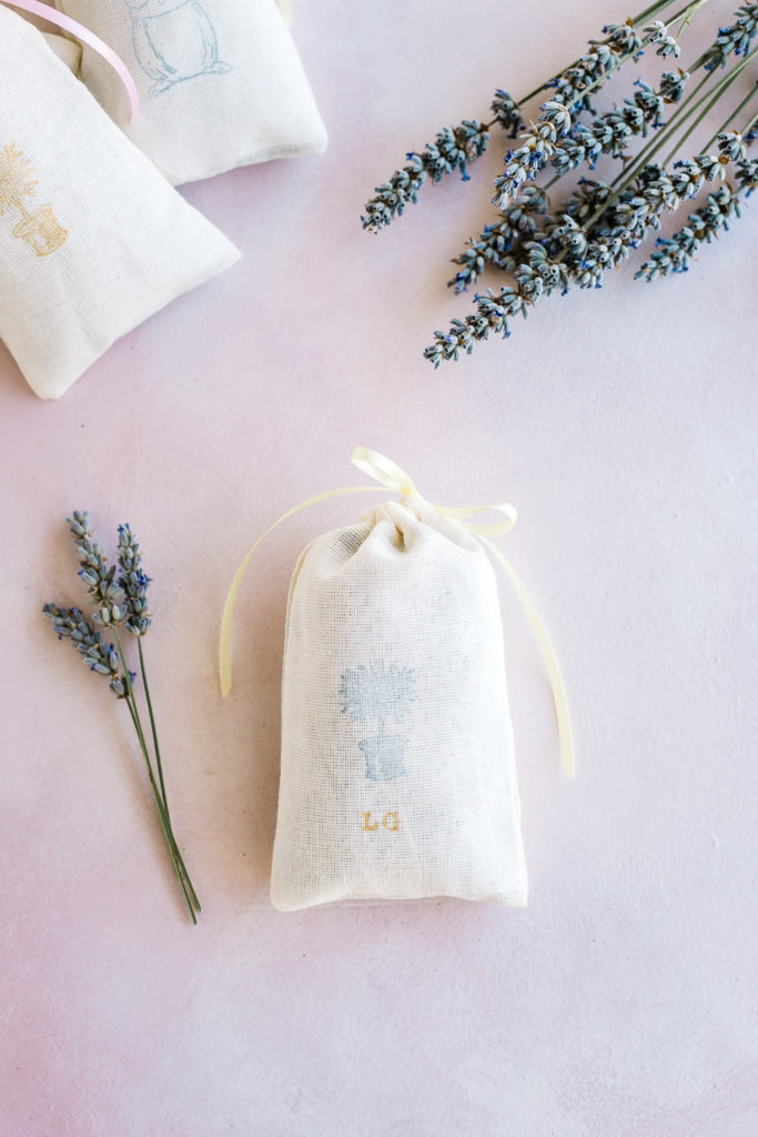 Cute and easy DIY lavender sachets great for gifts!